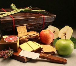 Vermont Cheddar Gift Basket: Delicious Aged Cheddar Cheese, Crisp Organic Wheat Crackers, 3 Fres ...