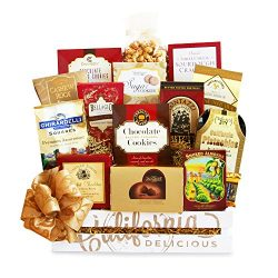 California Delicious Sweet and Savory Treats Gift Basket,  5 Pound