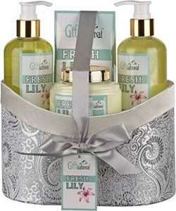 Spa Gift Basket With Fresh Lily Fragrance, Includes Shower Gel, Bubble Bath, Body Lotion and Bat ...