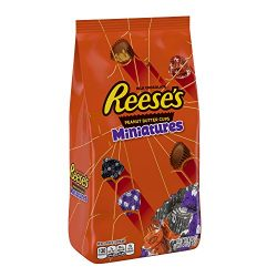 REESE'S Halloween Candy, Chocolate Peanut Butter Cup Miniatures, Perfect for Halloween Dec ...
